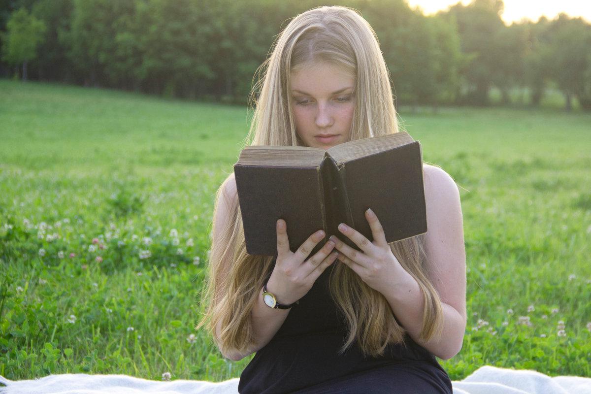 нечасто вызывает фотосессия с книгой в руках зависимости даты антикварные