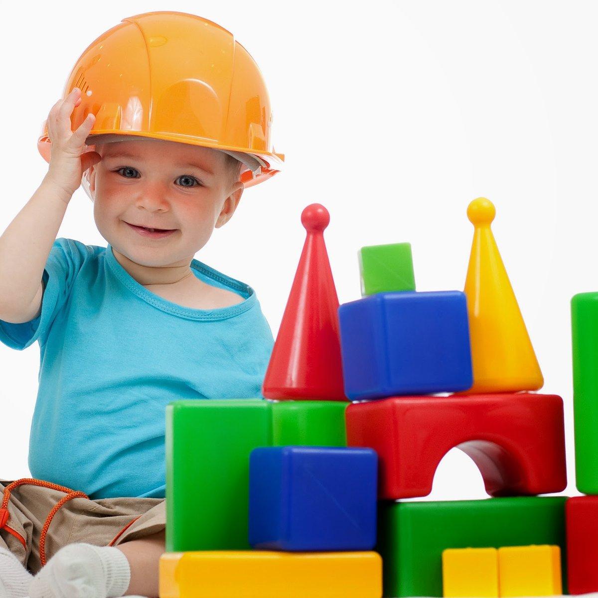 Картинка дети играют с конструктором