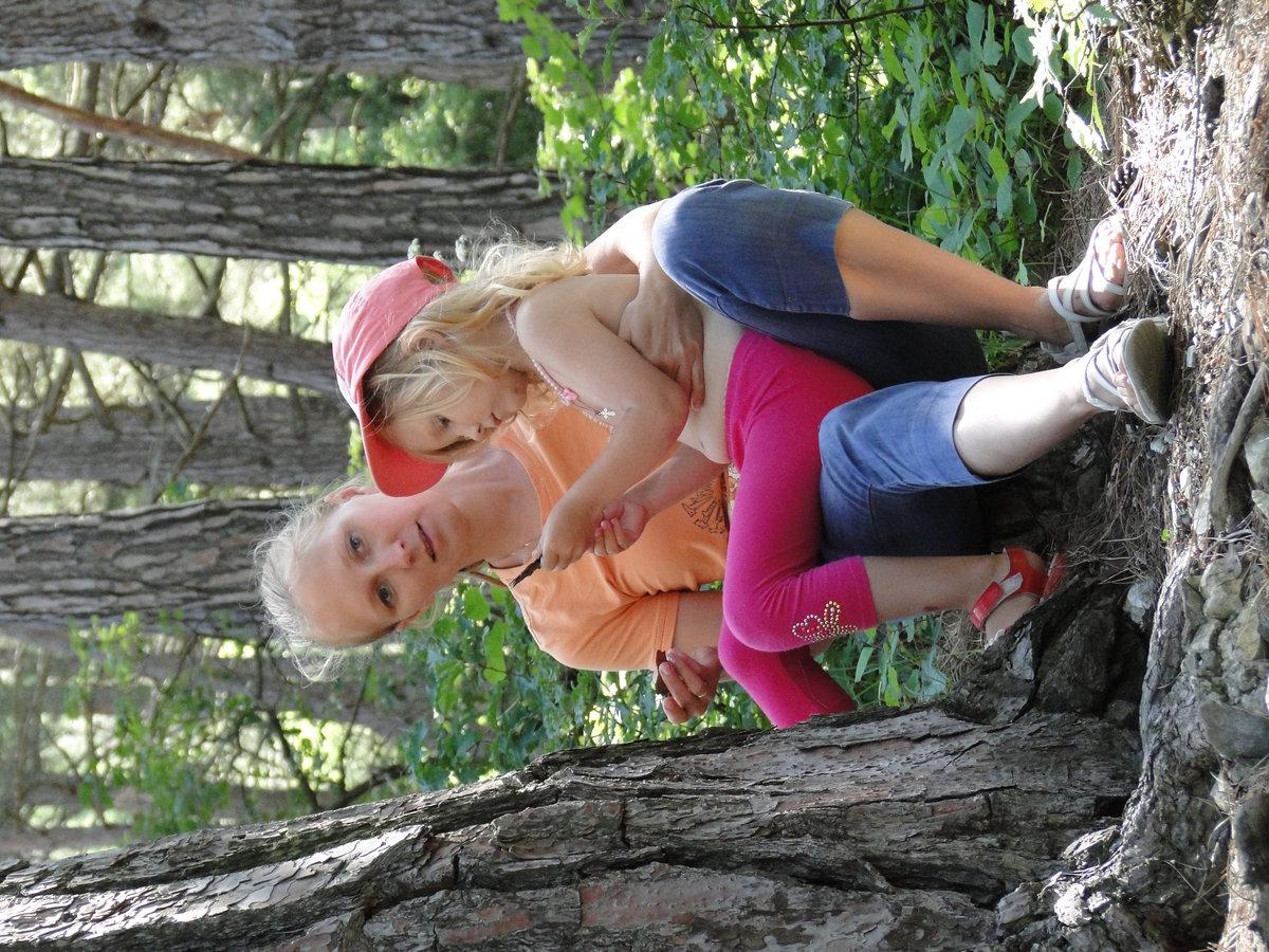 С мамой в лесу