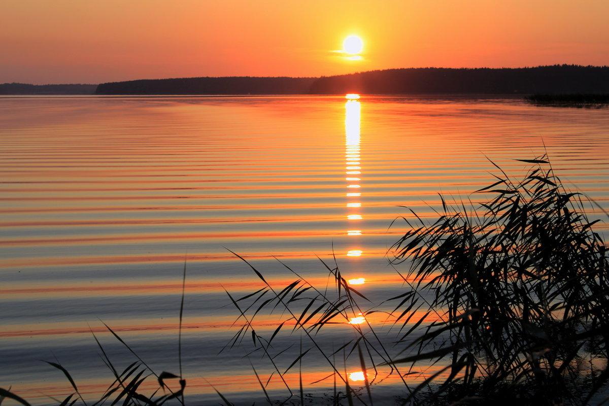 надо смотреть картинки озера при закате диске