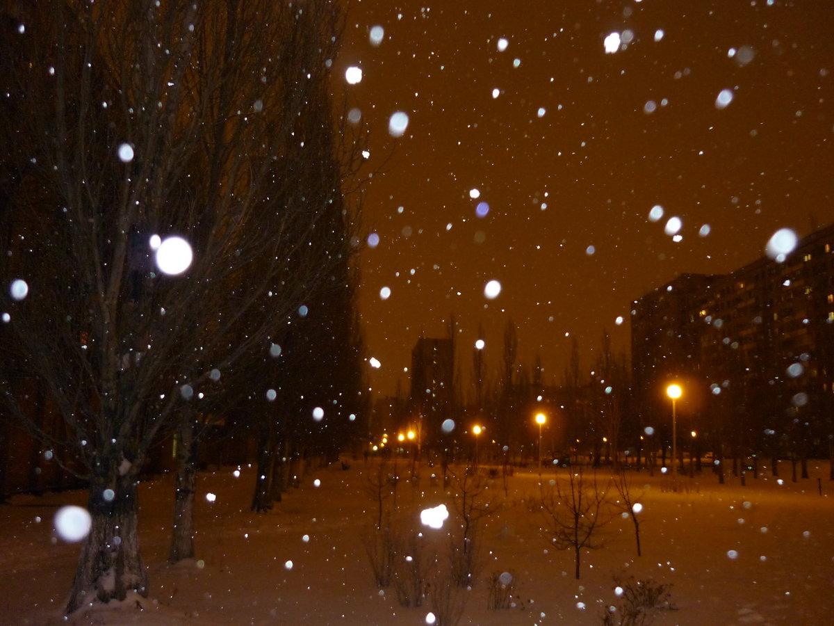 Картинки снегопад ночью в городе наличии узкого
