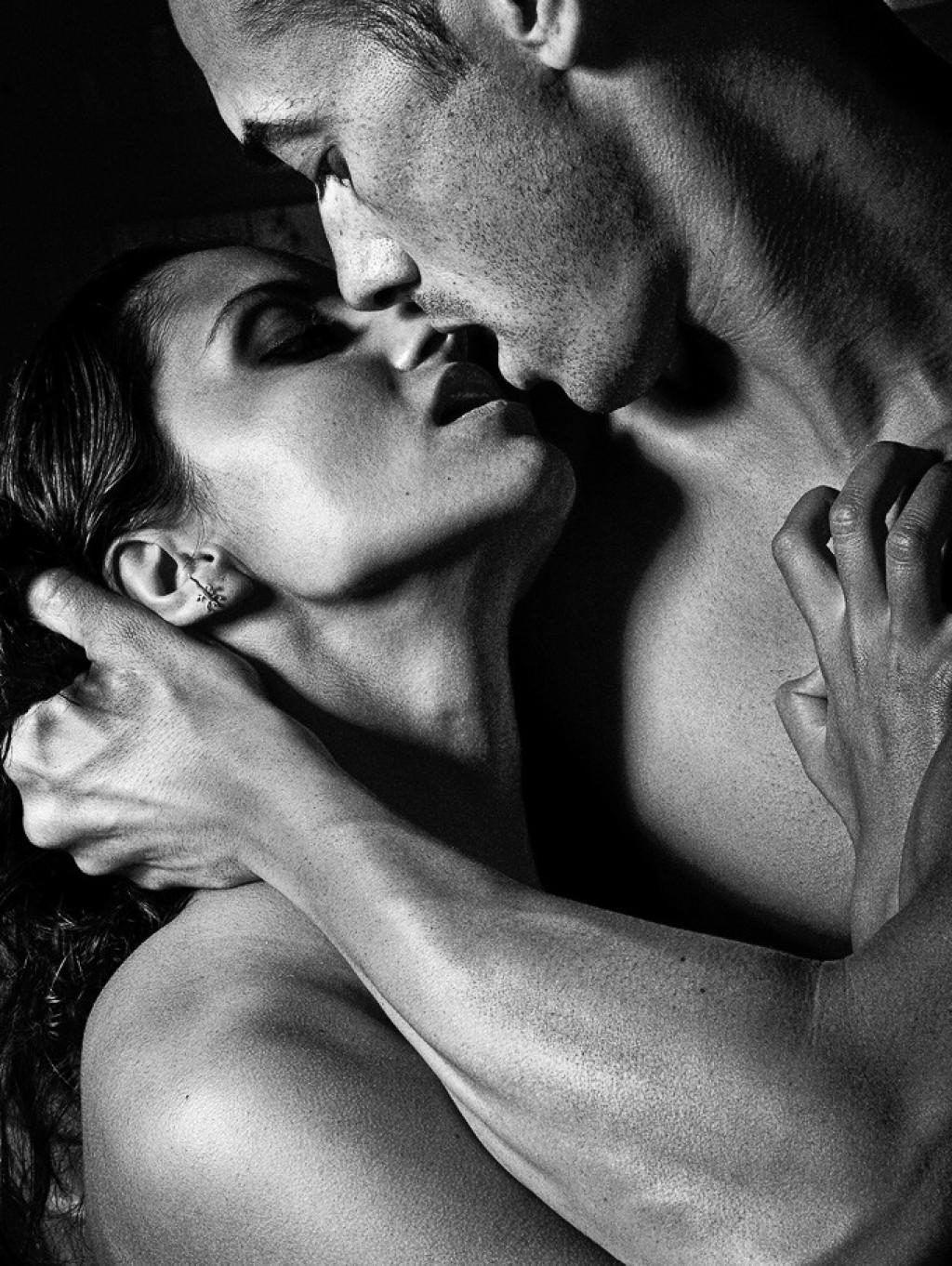 Любовь и страсть парня и девушки в картинках