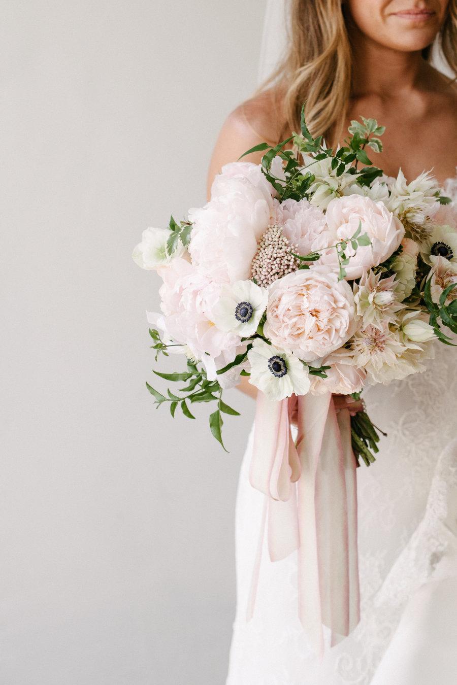 Форма букета для невесты в августе