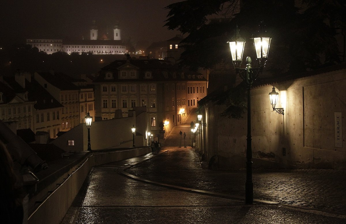 Картинка с фонарем старый город