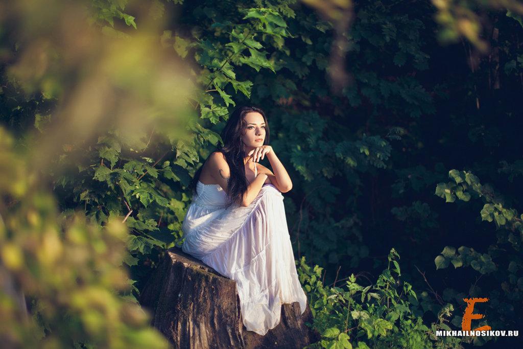 Красивые позы для фото в лесу летом