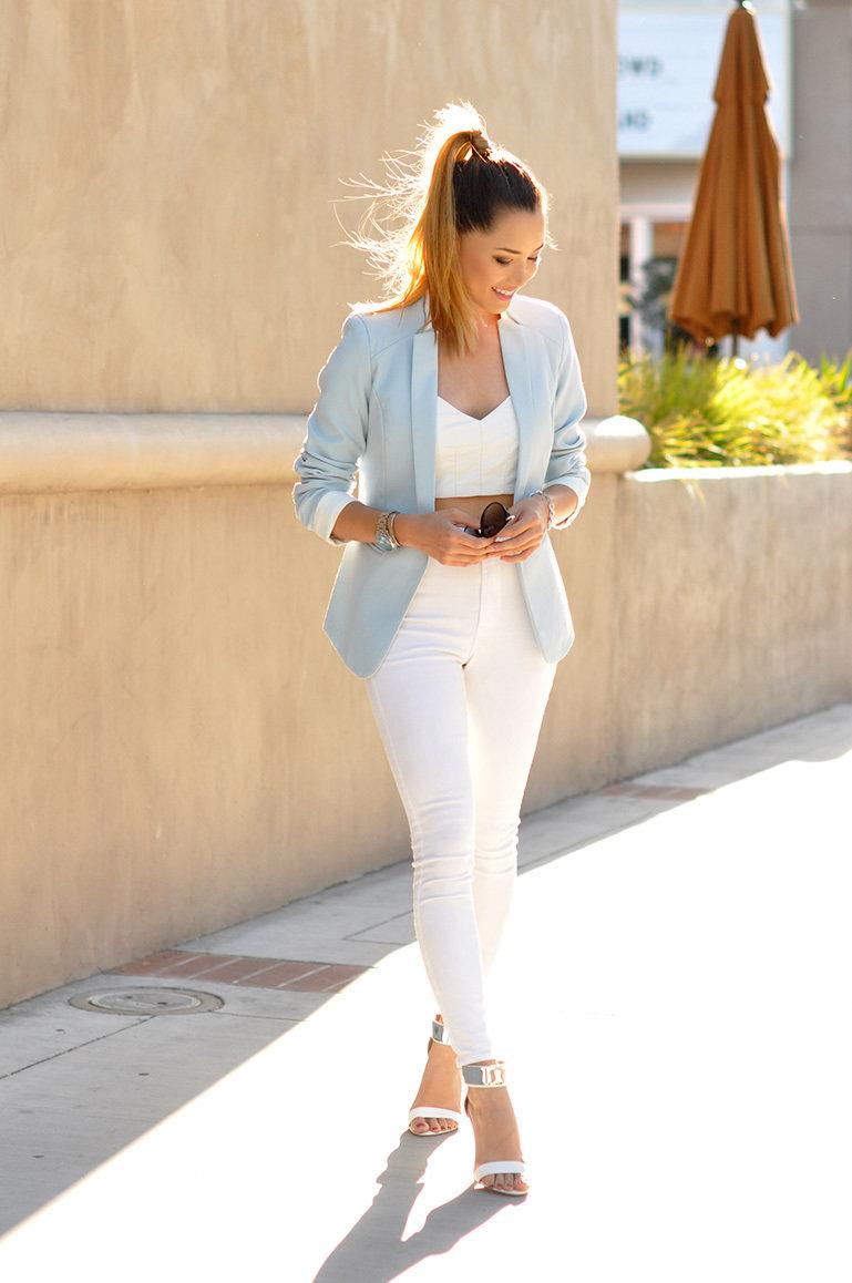 если где-нибудь фото девушка в белых штанах и желтом топике между прочим, чтобы