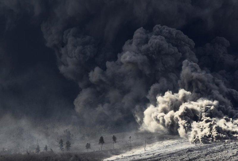 Картинки по запросу Пепельные облака вулкана Синабунг