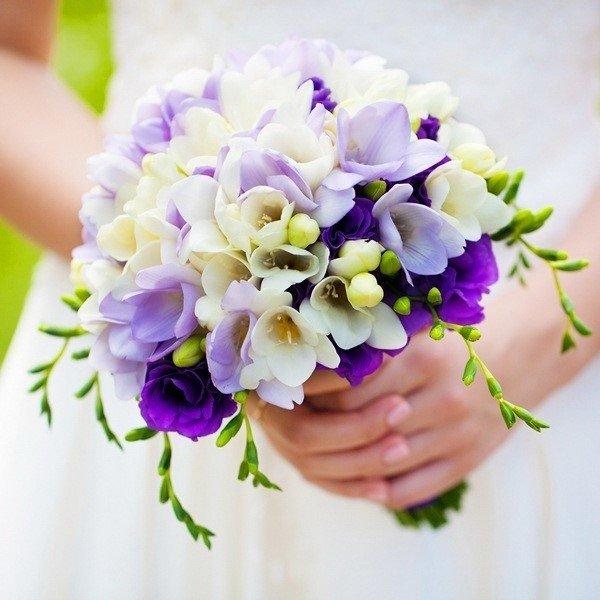 Поставки цветов, фиолетовые букеты невесты купить