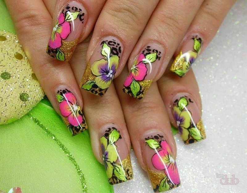Фото летнего маникюра на нарощенные ногти