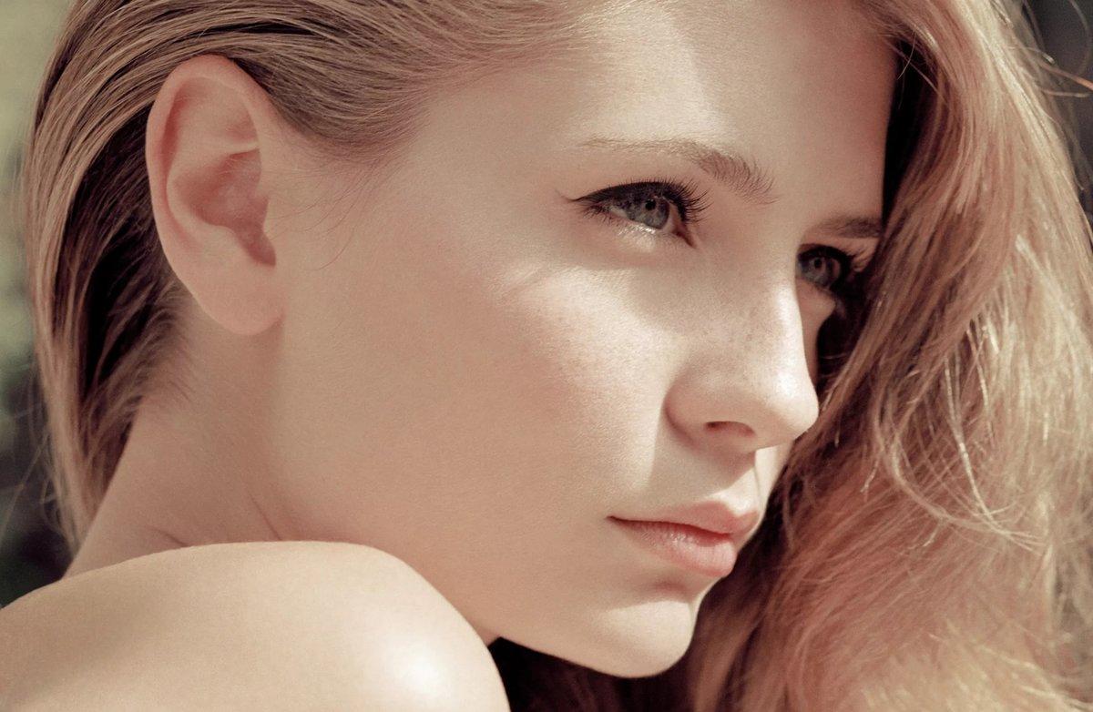 Русское любительское фото девушек с красивым носом