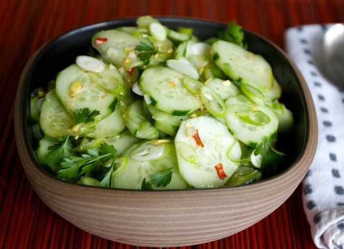 Салат из огурцов можно приготовить и на зиму.