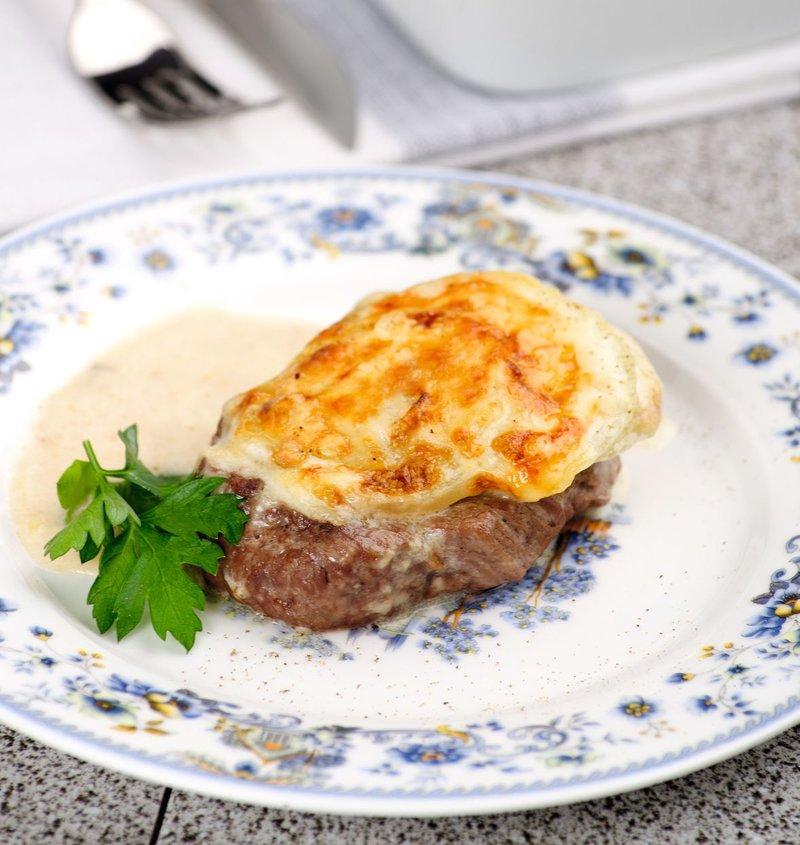 мясо по-французски под соусом бешамель запросу
