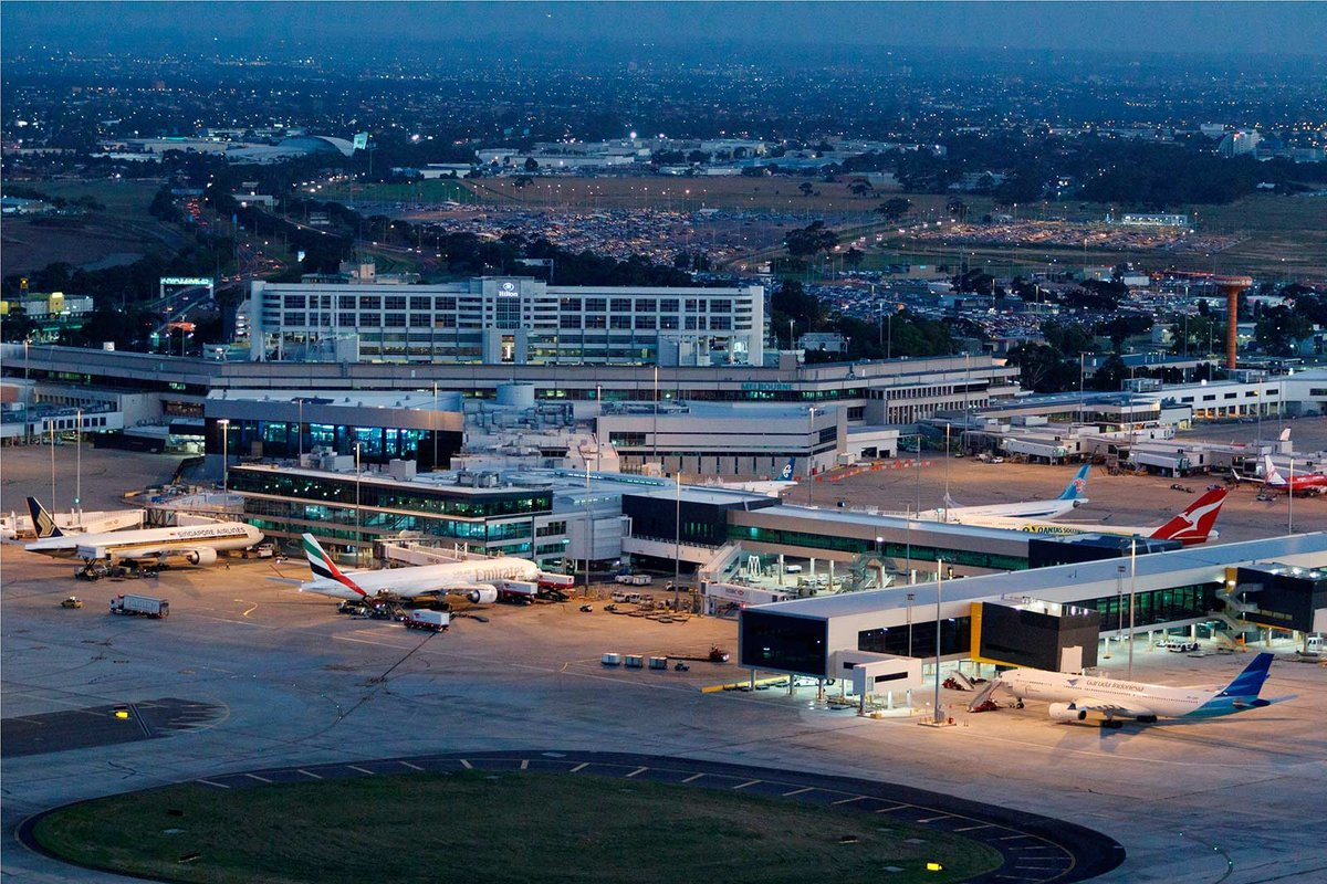 melbourne airport sits right - HD1200×800