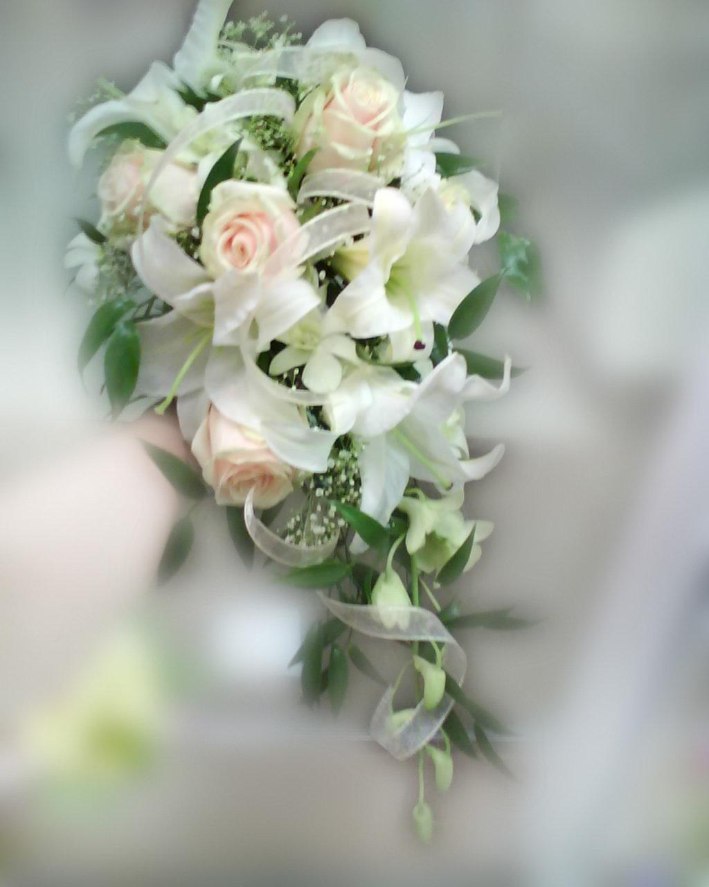 Мини роз, букет для невесты из роз с лилиями