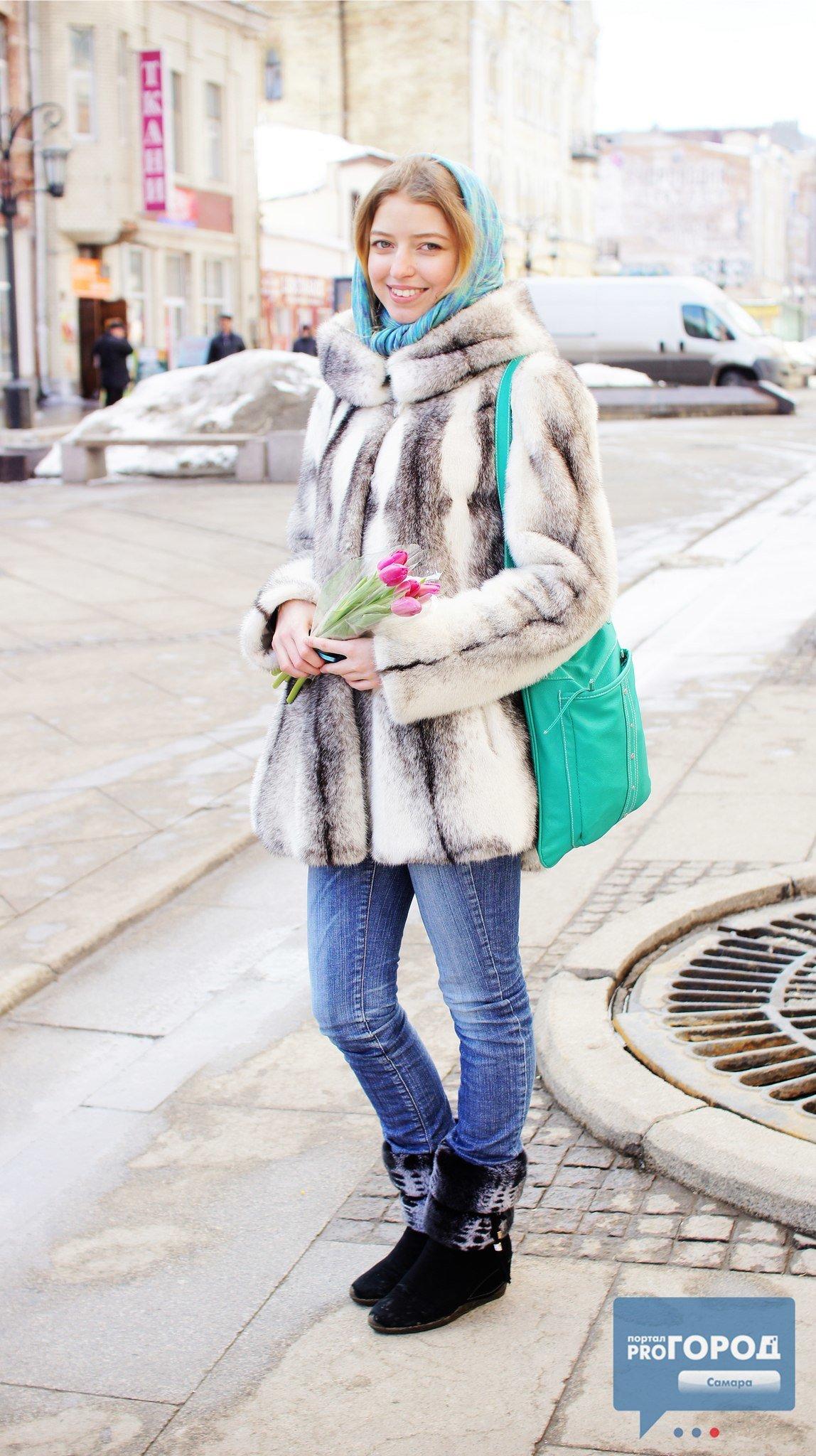 вид, как носить шарф с шубой фото сапоги туфли стоят
