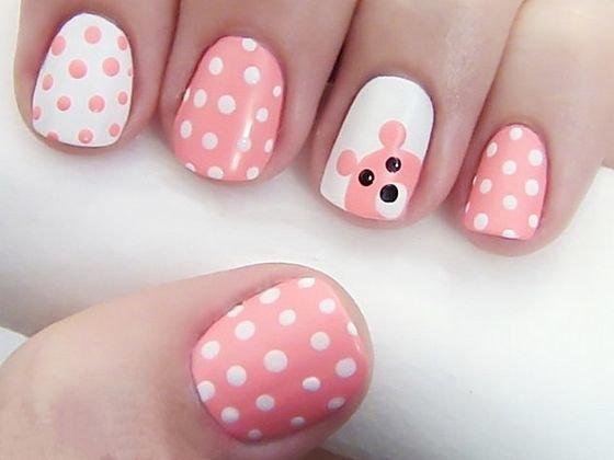 Розовый маникюр  с узорами и мишкой