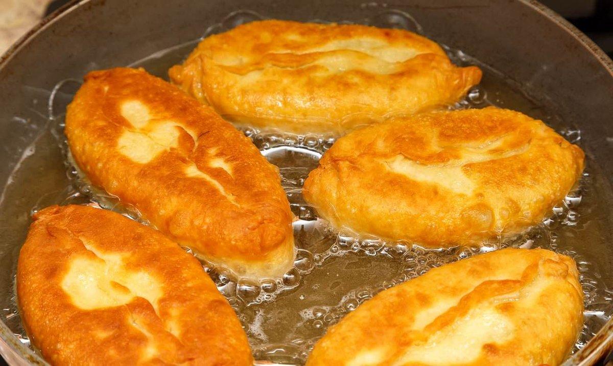 пирожки с капустой и яйцом на сковороде
