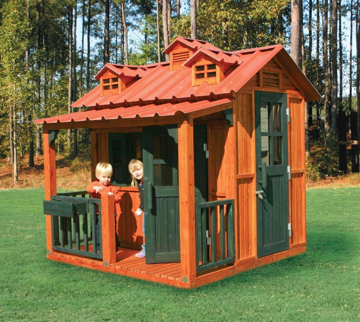 Обнесите детский домик или всю детскую площадку забором, так дети будут знать, что это — их территория.