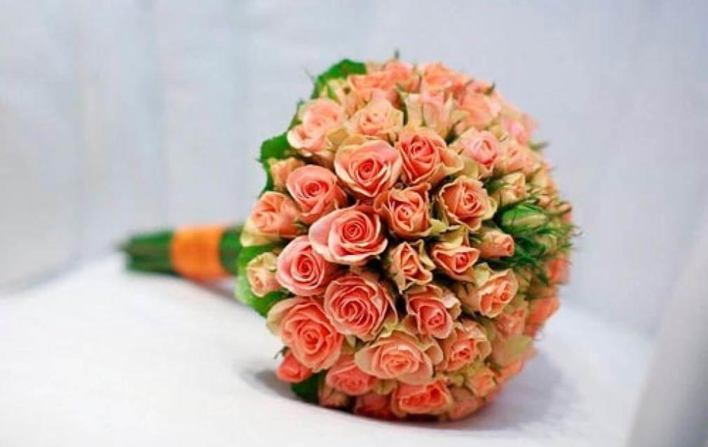 Свадебный букет из чайных роз мелких, роз своими