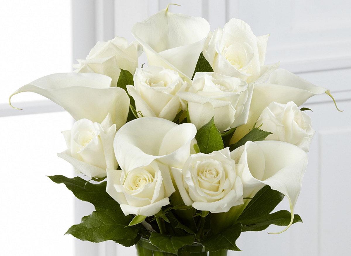 Цветов, букеты с белыми каллами