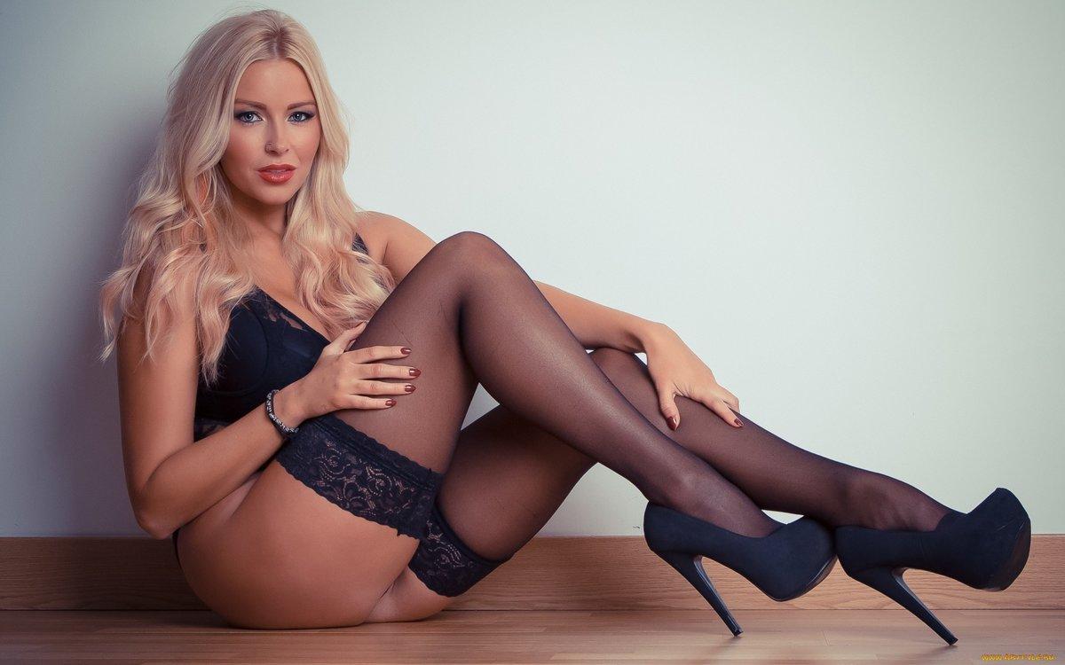 Фотографии блондинок в чулках новые ролики