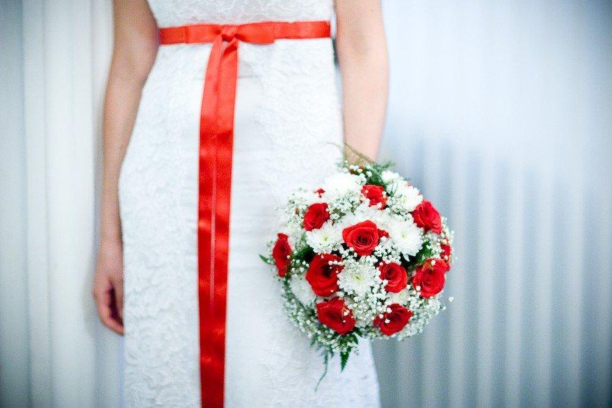 Свадебные букеты в красно-белом цвете