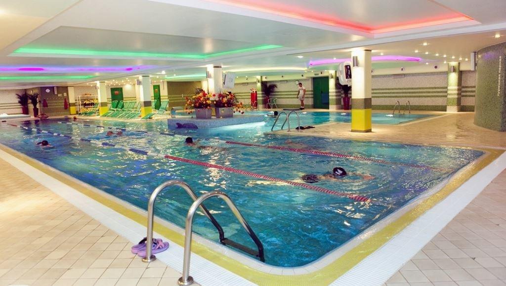Пляж с бассейном в москве фитнес тренировка и развлечения лето в городе.