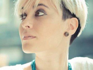 Модные тенденции стрижек и причёсок — в Яндекс.Коллекциях. Смотрите фотографии красивых причёсок для коротких, средних и длинных волос