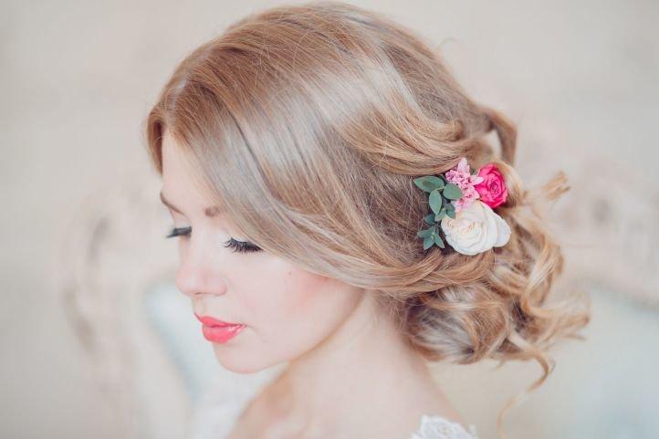 оформления свадебной прически на волосы средней длины.
