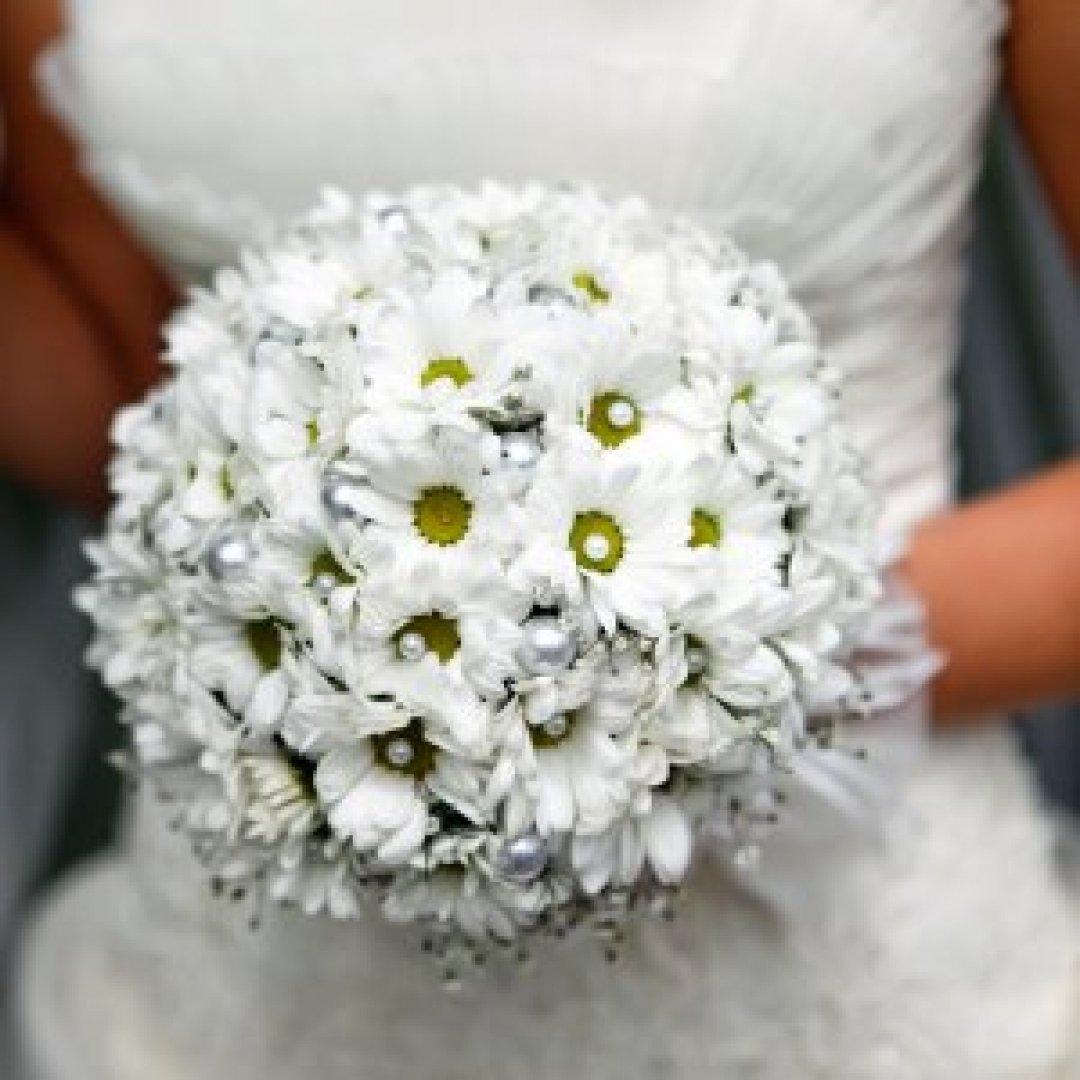 Букет невесты из ромашек круглый моск, букеты цветов