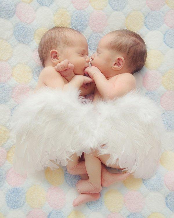 Поздравления с двойняшками девочками картинки, про маленьких детей