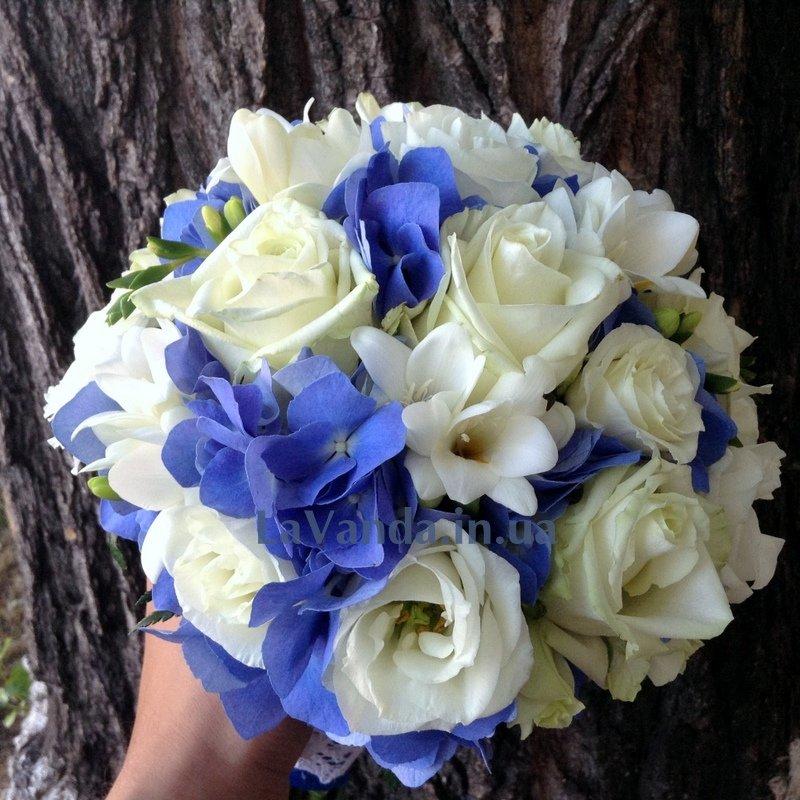 Букет пионов, букет из синей фрезии