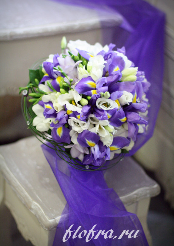 Свадебные букеты с ирисами и эустомой, цветы савеловская смоленск