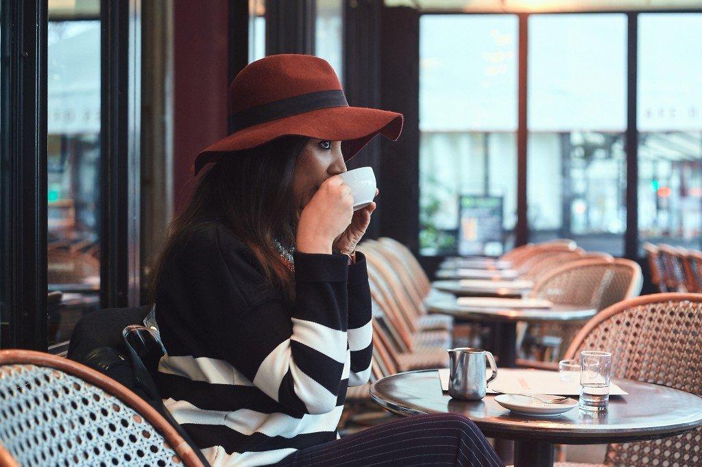 Картинки всего, картинки в кафе за столиком без лица