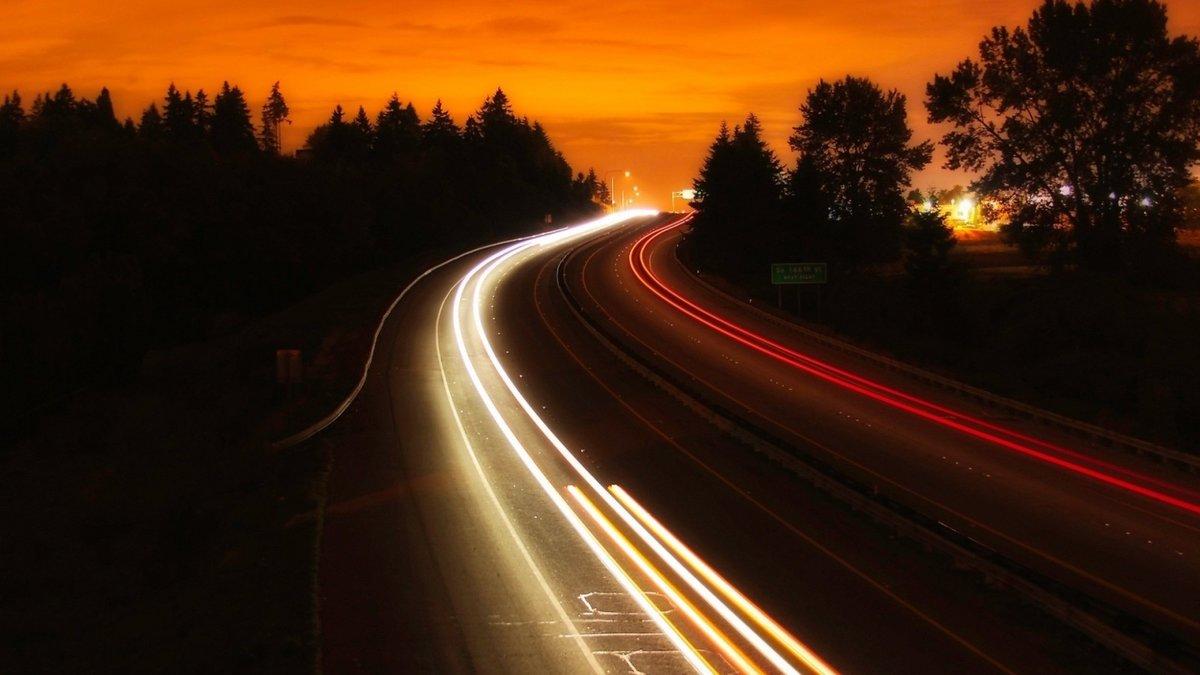 Картинки свечащая машина и дорога