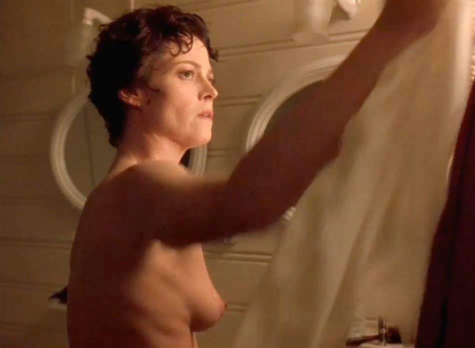 naked-drunk-sigourney-weaver-nude-smoking