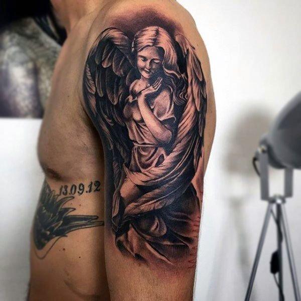 Смотреть фотографии татуировок с обозначениями сером