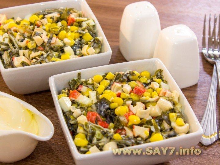 салат крабовые палочки морская капуста кукуруза