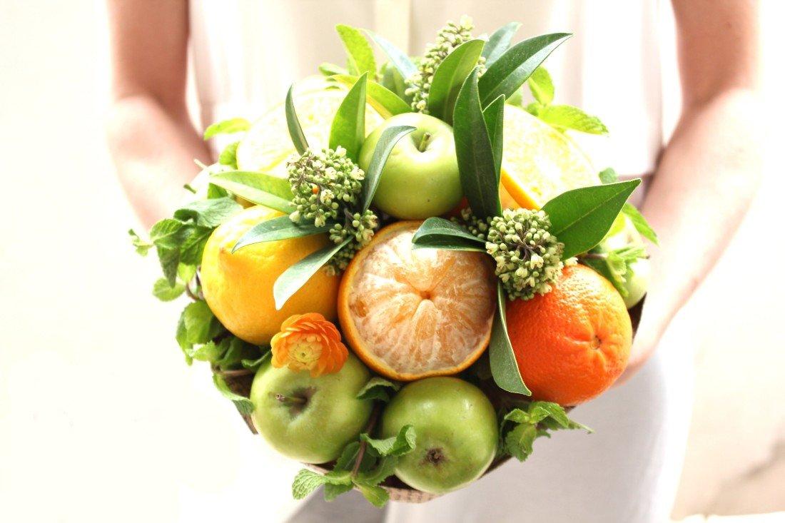 Простые букеты из фруктов