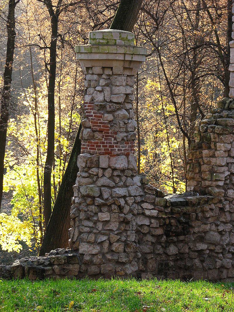 Башня-руина01 - Царицыно (дворцово-парковый ансамбль) — Википедия