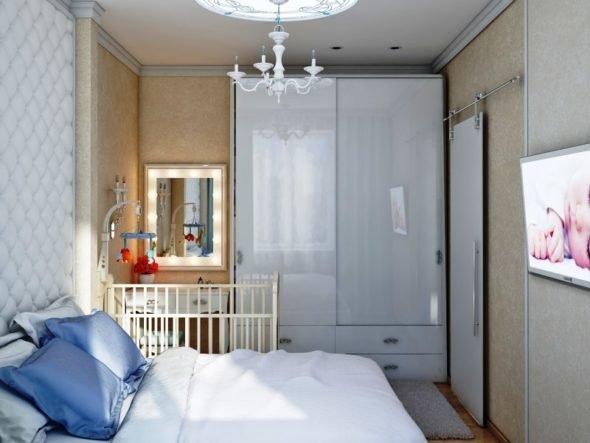 Использование встроенной мебели с глянцевым фасадом позволяет визуально увеличить пространство в комнате.