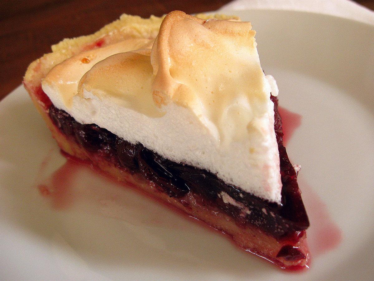 Песочный пирог с меренгой и ягодами фото рецепт приготовления
