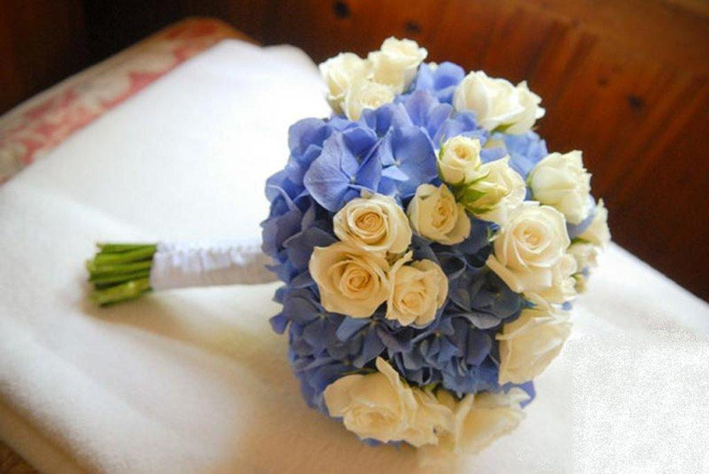 Букет невесты переход из розы и гортензии, цветы