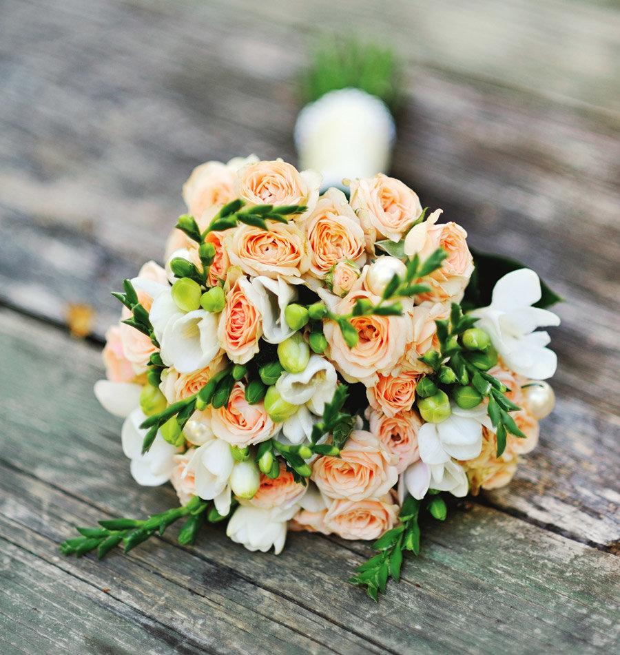 Красивые необычные свадебные букеты, невесты платью шампань