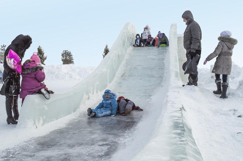 Картинка для детей горка из снега