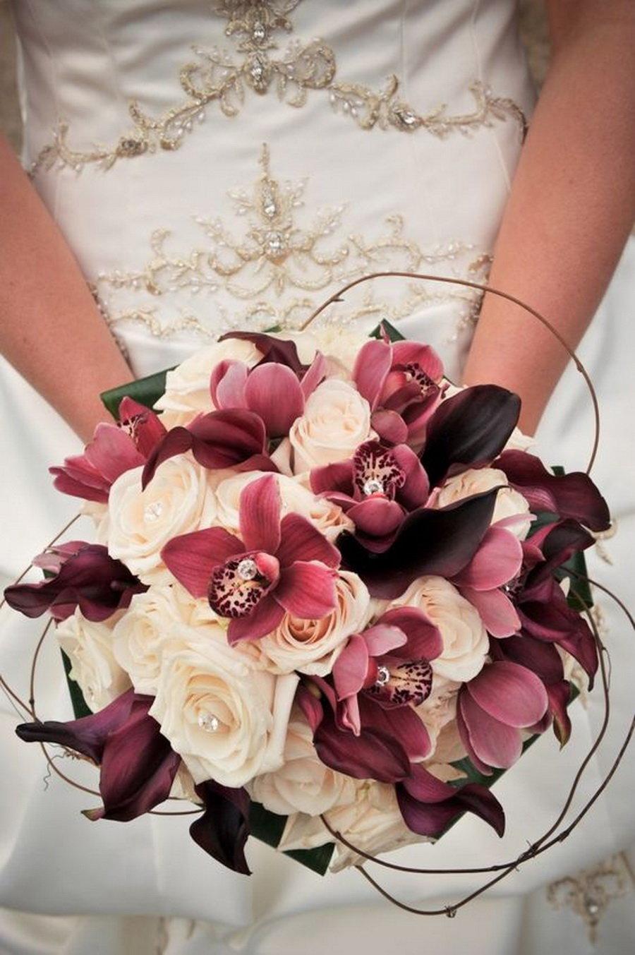 Букет для невесты 10 в бордовом цвете