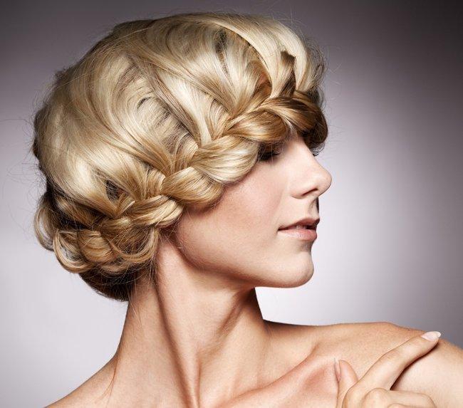 Еще один простой и доступный способ создать из волос настоящий шедевр.