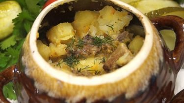 Картошка с мясом в горшочке простой рецепт