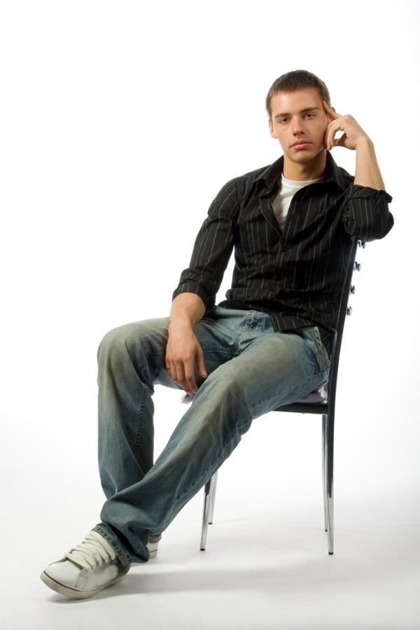 самого картинка человека на стуле представили модель