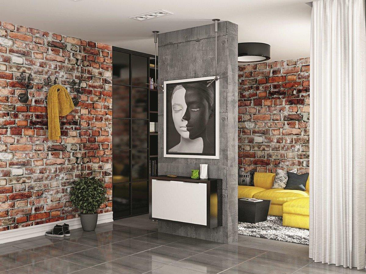 В данном интерьере брутальные материалы (штукатурка под бетон, состаренная плитка под кирпич) контрастируют с глянцевыми поверÑностями (пол, мебельные фасады). Обратите внимание, что дизайнер подобрал арт-объект для украшения пространства бетонной колонны, продолжающий тему единства противоположностей. За создание позитивного настроения отвечают «блоки» жёлтого цвета.